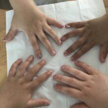 Hände von Kindern